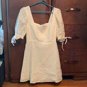 Daisy dress with puffy sleeves